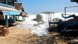WASPADA!!! Ombak Pantai Selatan Capai 4 Meter