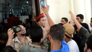فيديو| لحظة تشييع جنازة شهيدي حادث الفرافرة بمسجد سيدي عبدالرحيم القنائي