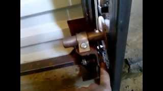 видео Подъемные гаражные ворота своими руками: изготовление и установка
