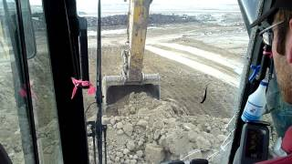 Cat 385C L Powerstripe Slamming 40 ton Trucks