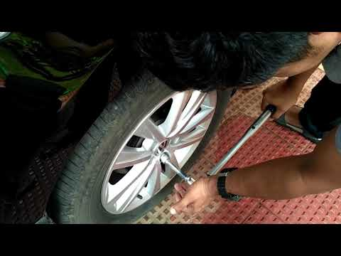Torquing the wheel bolts using the Tekton 24335 torque wrench