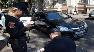 Патрульная полиция Одессы вышла на улицы города(В Одессе на улицы города вышли патрульные полицейские, которые 25 августа 2015 года приняли присягу, а 26 август..., 2015-08-26T15:57:18.000Z)