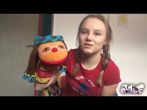 Amber Does Some Unboxing | Hi-5 Australia Chatterbox (Chats) Plush and Action Figure