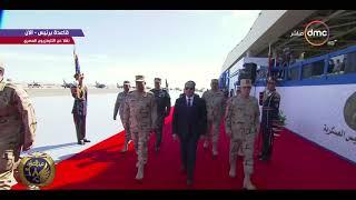 الرئيس السيسي يرفع علم القوات المسلحة على قاعدة