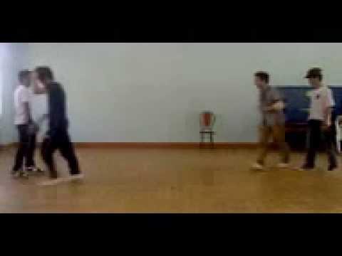 battle breakdance on krôngnô. [KrôngNô-trái][Gia Nghĩa, Kiến Đức-phải]