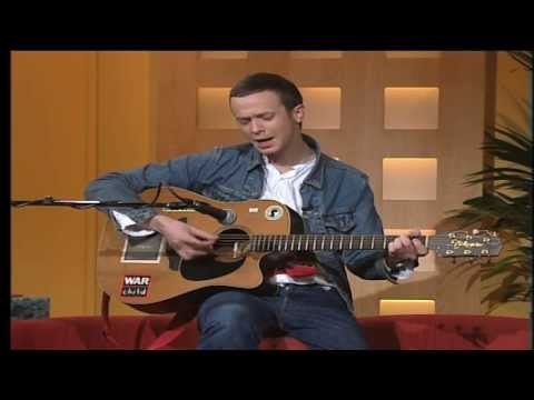 TV3 Mic Christopher sings live on the Ireland AM couch