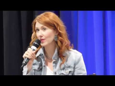 Jewel Staite & Nathan Fillion creatively flip each other off (Las Vegas Wizard World 2016)