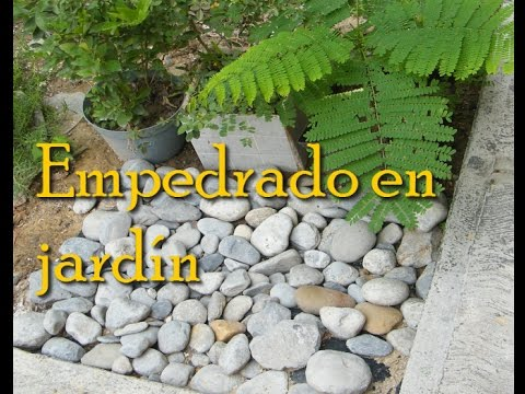 Empedrado en jard n sin cemento youtube for Como decorar mi patio con piedras