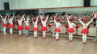 урок у детей 6лет в ансамбле народного танца Чабарок