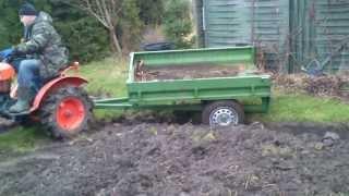 Mini Traktorek ogrodniczy Kubota 6001 z przyczepką  www.akant-ogrody.pl