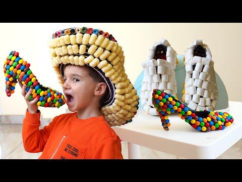Максим играет в продавца сладких туфлей