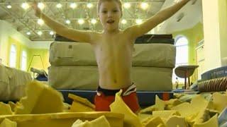 видео: Моменты тренировок юных гимнастов