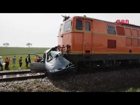 Crash-Simulation, Unfall an Eisenbahnkreuzung - YouTube