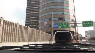 高速道路がビルを通過「tkpゲートタワービル」