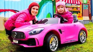 Бьянка и Маша Капуки играют на детской площадке и в бассейне Детские песни Привет Бьянка