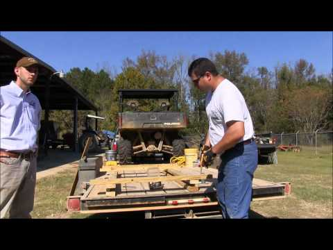 How To Build A Guillotine-Style Trap Door For Wild Pigs