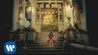 Birdy - Wings (Official Video)('Wings' the first single from Birdy's album 'Fire Within' released September 2013. 'Beautiful Lies' The New Album - Out Now http://smarturl.it/BeautifulLies.iTunes ..., 2013-08-02T09:06:33.000Z)