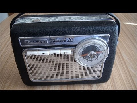 1961 Columbia Triumph III Transistor Radio AM/FM/SW
