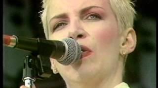 Eurythmics - Sweet Dreams [Live 1988]