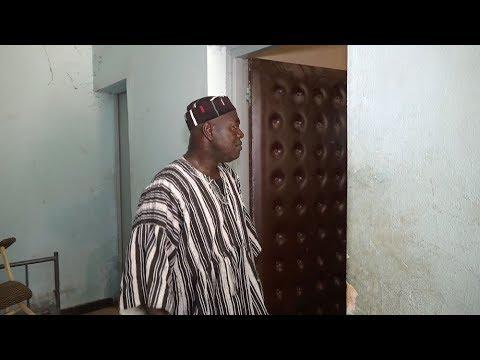Sur les lieux de l'assassinat de Thomas Sankara avec Alouna Traoré, seul rescapé du 15 octobre 87
