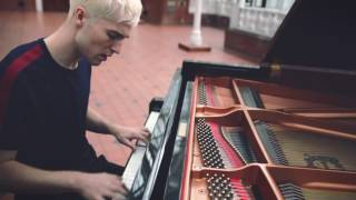 'Sweet Dreamer' by Will Joseph Cook – Burberry Acoustic