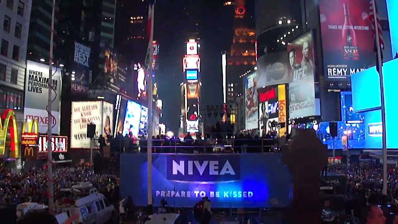 New years eve times square bathroom - New Years Rockin Eve Times Square Ball Drop 2010 2011