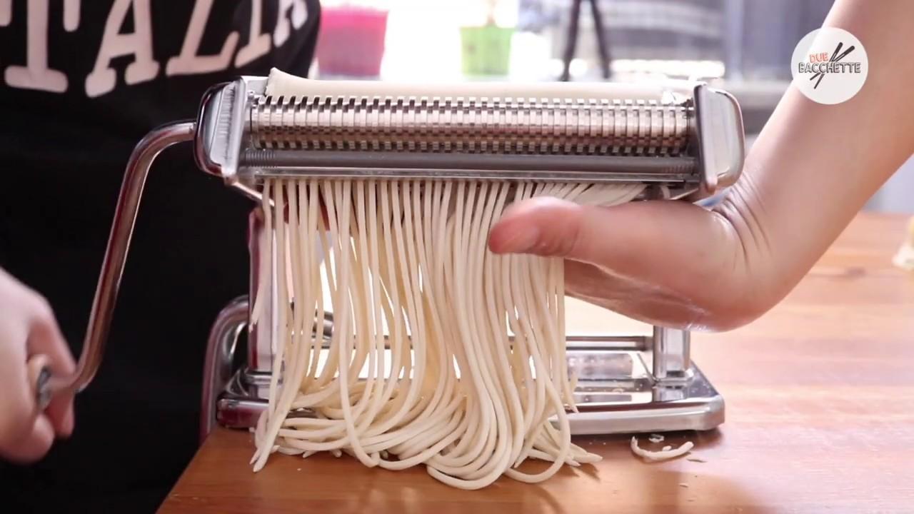 Ricetta Noodles Fatti In Casa.Ricetta Noodles Cinesi Spaghetti Cinesi Fatti A Casa Due Bacchette Youtube