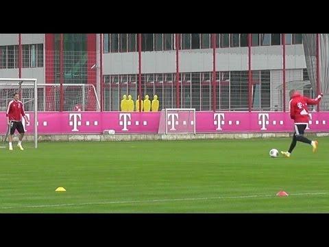 Bastian Schweinsteiger and Daniel van Buyten warm up - FC Bayern Munich