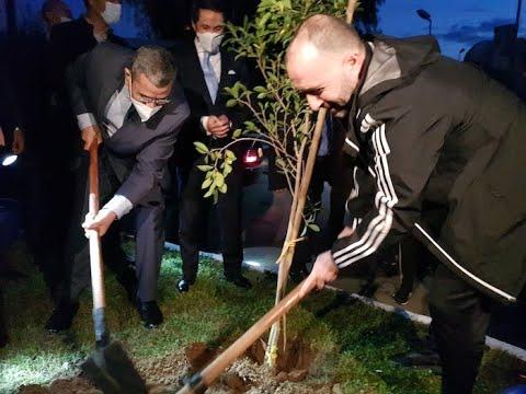 الوزير الأول يقوم بزيارة لعناصر المنتخب الجزائري لكرة القدم بمقر تربصهم بالمركز التقني الوطني