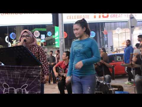 Happy - Suka Suka Joget Dipinggir Jalan... Busker Malaysia Part3