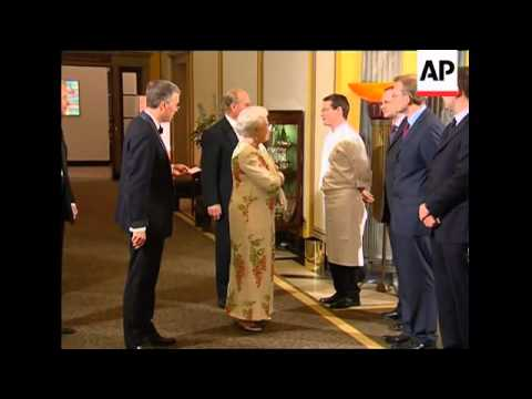 WRAP Pre-dinner photo op of G8 leaders with queen plus departures