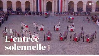 L'entrée solennelle des cercueils des 13 soldats tués au Mali dans la cour des Invalides