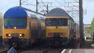 NS 1757 + DD-AR3 passeert DDZ 7513 - Station Almere Muziekwijk