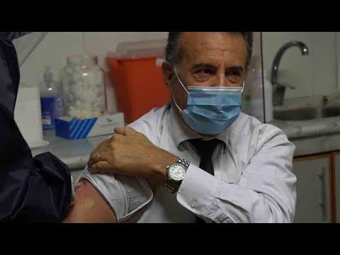 Ministro Salinas vacunado contra Covid-19