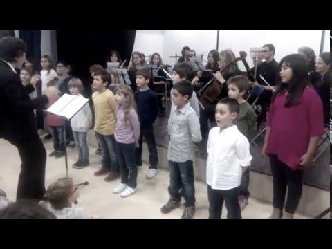 Actuació de l'Escola de Música Sincronia amb l'Orquestra de Mataró