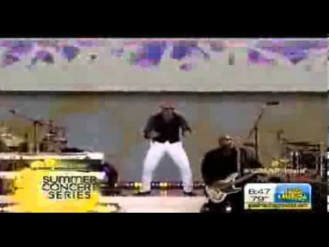 Pitbull Performs 'Feel This Moment' on Good Morning America
