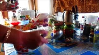 Вкусный овощной салат на зиму из помидор и огурцов с перцем