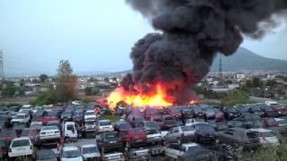 Napoli, incendio nel deposito delle auto sequestrate
