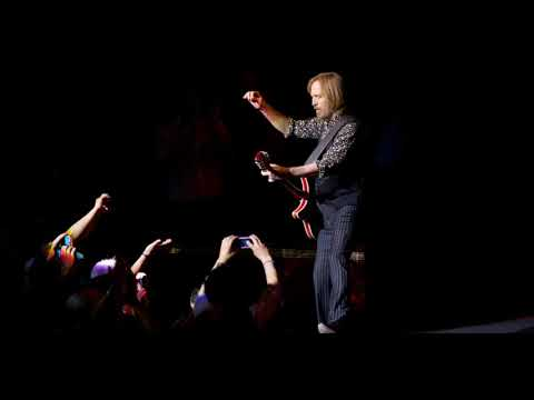 """Tom Petty & The Heartbreakers - """"Something Good Coming"""" (Live)"""