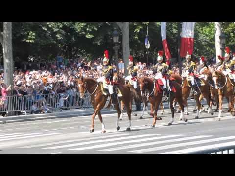 Défilé de la Garde Républicaine sur les Champs-Elysées, le 14 juillet 2013.
