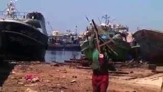 صناع السفن بالاسكندرية يجدون بدائل لكسب العيش في ظل أزمة اقتصادية