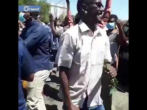 فرحة عارمة تعم المتظاهرين السودانيين بعد أنباء تنحي البشير  - 14:53-2019 / 4 / 11