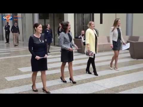'amazing-grace'-flashmob-in-tweede-kamer-gebouw
