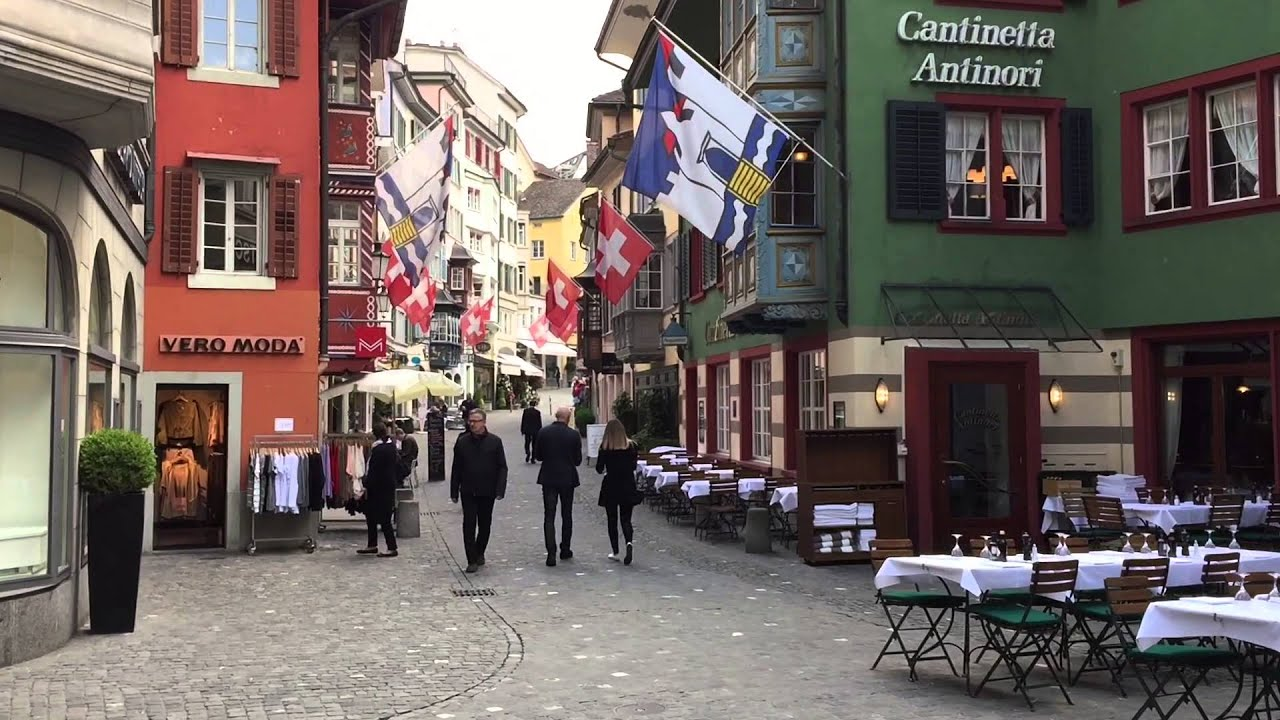 how to get to zurich old town