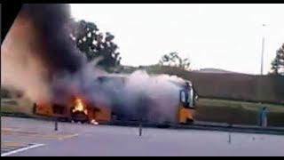 Bas sekolah sarat pelajar terbakar