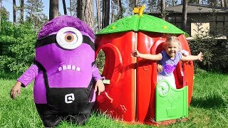 Diana build Playhouse for the Minion!