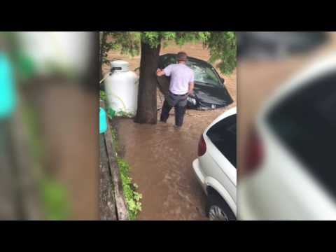 Tying down cars in midwestern Ontario flooding | June 23, 2017