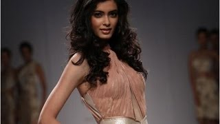 Wills Lifestyle Fashion Week: Diana Penty, Parineeti walk the ramp - NewsX