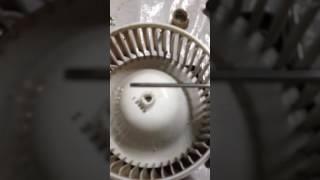 Чистка и смазка двигателя вентилятора отопителя салона