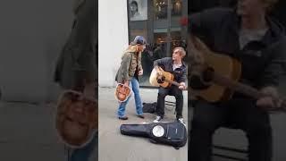Anastacia singt mit Strassenmusikant in der Dortmunder Innenstadt
